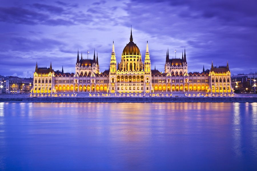 Las dos ciudades de buda y pest albergan un sinf n de for Oficina turismo budapest