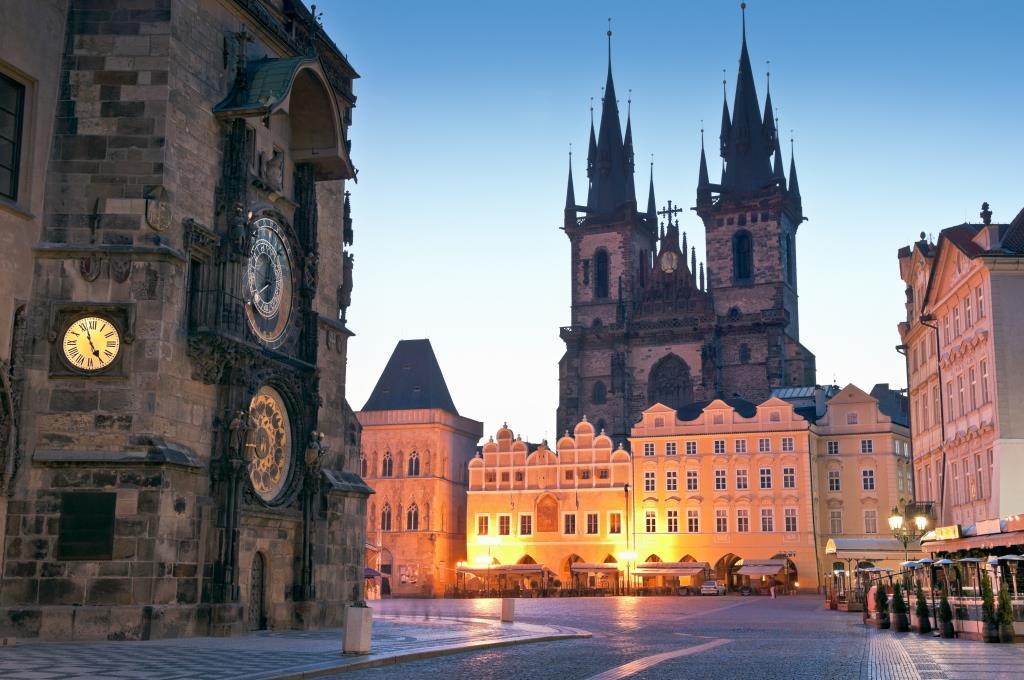 Lujosos palacios y grandiosos edificios entre las visitas obligatorias - Oficina de turismo praga ...